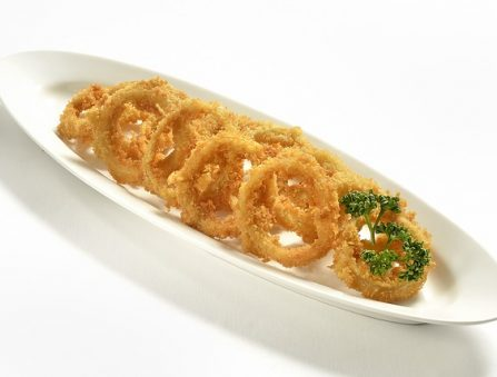 A platter of onion rings